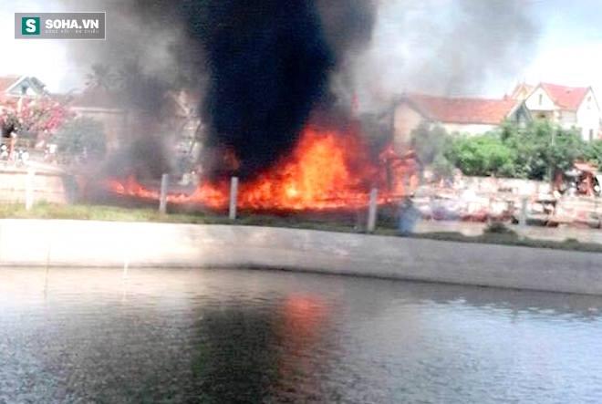 Tàu cá tiền tỷ bất ngờ bốc cháy dữ dội rồi chìm nghỉm xuống sông - Ảnh 4.