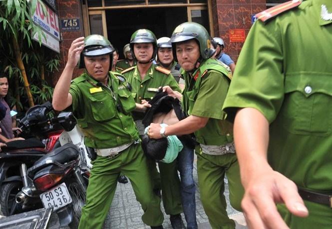 Con nghiện gây án bị lực lượng Cảnh sát Hình sự đặc nhiệm bắt giữ  /// Diệp Đức Minh