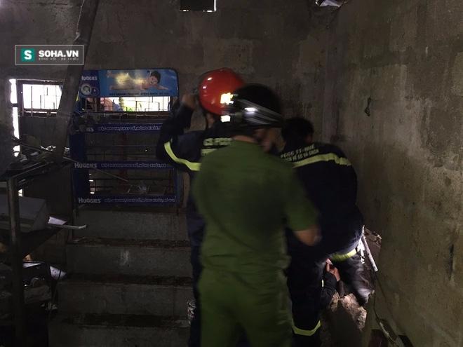 Cảnh sát khoan tường giải cứu kẻ nghi trộm cắp kẹt dưới cống - Ảnh 1.