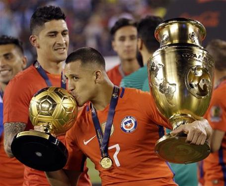 Sanchez giành giải Quả bóng vàng Copa America 2016