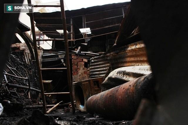Hiện trường vụ hỏa hoạn khiến 4 người trong gia đình thiệt mạng - Ảnh 3.