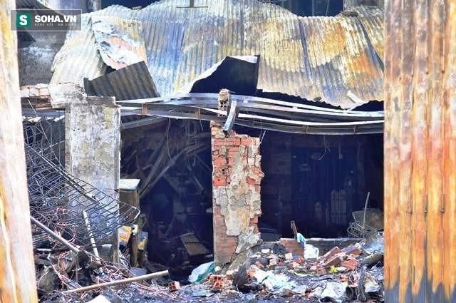 Hiện trường vụ hỏa hoạn khiến 4 người trong gia đình thiệt mạng - Ảnh 4.