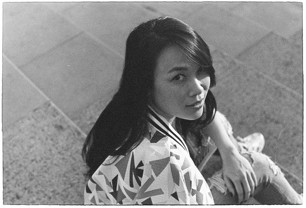 my-tam-chup-anh-den-trang-kieu-thap-nien-1980-11