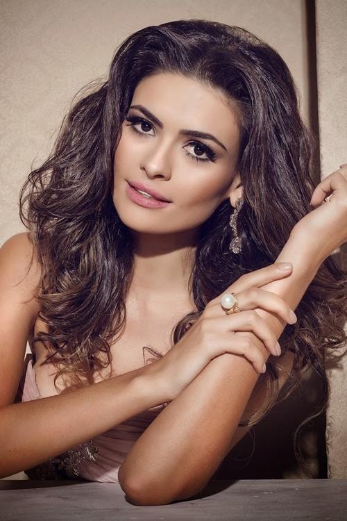 Người mẫu chuyên nghiệp đăng quang Hoa hậu Brazil 2016