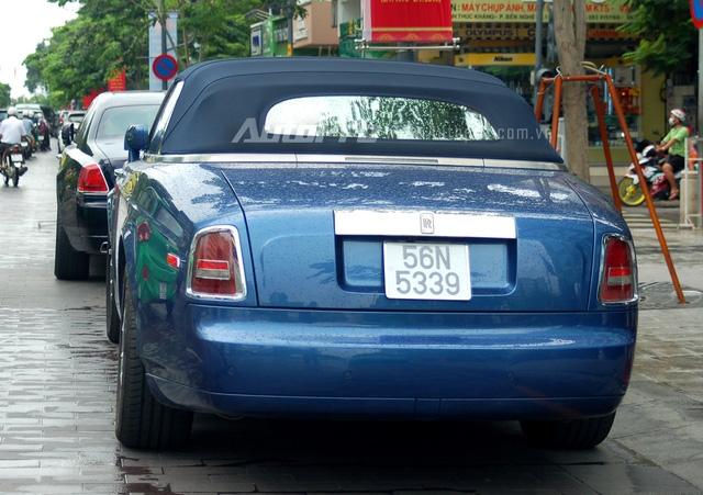 Chiếc xe mui trần quý tộc vẫn sở hữu động cơ V12, dung tích 6.75 lít tương tự chiếc sedan Phantom, động cơ sản sinh công suất cực đại 453 mã lực. Hộp số tự động 6 cấp. Xe tăng tốc từ 0-100 km/h trong vòng 5.7 giây, tốc độ tối đa 240 km/h. Tại thị trường Việt Nam xe có mức giá 1 triệu đô.
