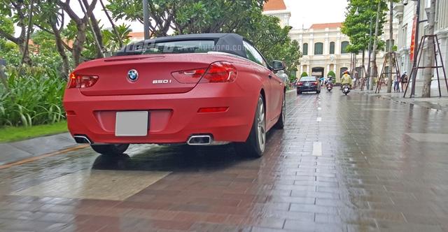BMW 650i mui trần của Phan Thành cũng xuất hiện trên phố đi bộ vào sáng qua.
