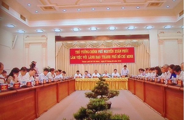 Thủ tướng Nguyễn Xuân Phúc làm việc với UBND TPHCM