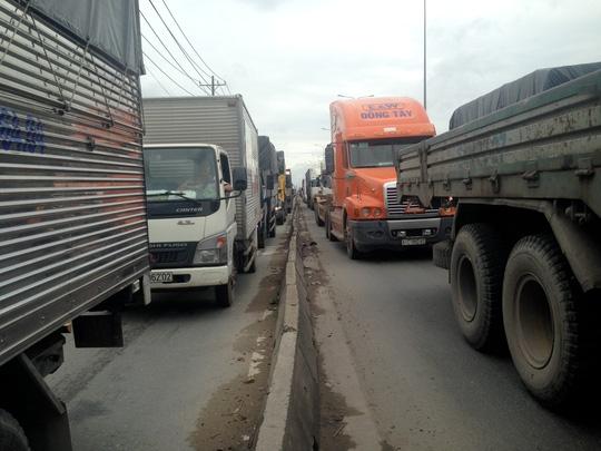 Sự cố khiến giao thông qua khu vực bị ùn ứ kéo dài