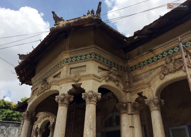 Biệt thự cổ hơn 100 năm tuổi ở Sài Gòn bị đập bỏ khiến nhiều người tiếc nuối - Ảnh 2.