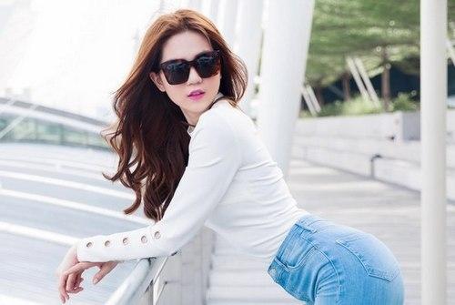 Ngọc Trinh trong MV.