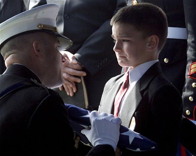 Những bức ảnh gia đình khiến hàng triệu người bật khóc - Ảnh 4.