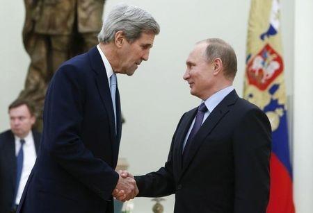 Ngoại trưởng Mỹ John Kerry và Tổng thống Nga Vladimir Putin. Ảnh: REUTERS
