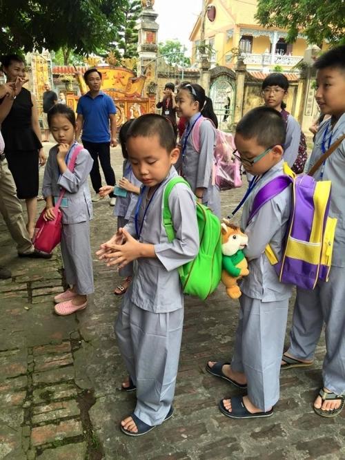 Theo chân các cô ấm cậu chiêu Hà Nội lên chùa tham dự khóa tu mùa hè - Ảnh 2
