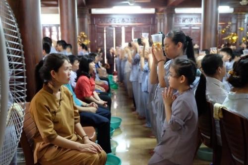 Theo chân các cô ấm cậu chiêu Hà Nội lên chùa tham dự khóa tu mùa hè - Ảnh 12