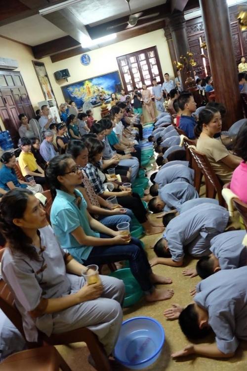 Theo chân các cô ấm cậu chiêu Hà Nội lên chùa tham dự khóa tu mùa hè - Ảnh 13