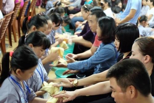 Theo chân các cô ấm cậu chiêu Hà Nội lên chùa tham dự khóa tu mùa hè - Ảnh 14