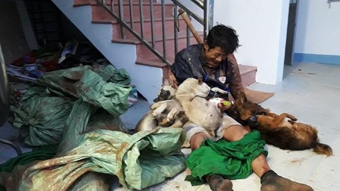 Nghi can Phương cùng tang vật là những con chó bị bắt trộm /// Ảnh: Nguyễn Long