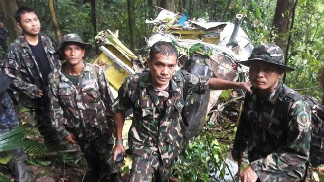Gần 400 binh lính được huy động tìm kiếm chiếc trực thăng mất tích và đã phát hiện xác máy bay sáng 28.6.2016 /// Quân đội hoàng gia Thái Lan