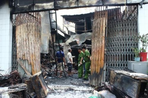 Vụ cháy 4 người chết: Đau đớn dãy quan tài xếp cạnh nhau - Ảnh 3