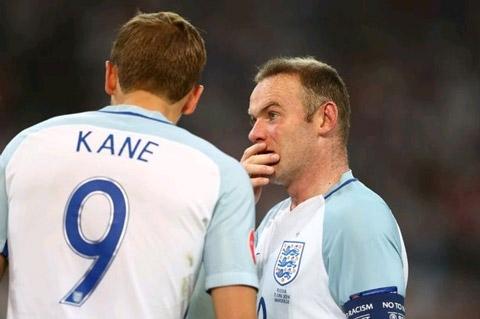 Rooney đứng lên nhận trách nhiệm đá phạt góc thay Kane