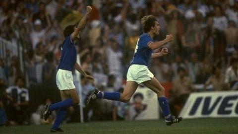 Marco Tardelli ăn mừng bàn thắng cho Italia