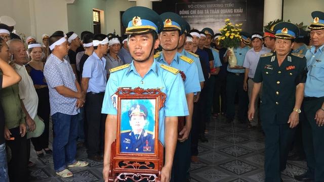 Hình ảnh lễ tang Đại tá phi công Trần Quang Khải. (Ảnh: Nguyễn Duy)