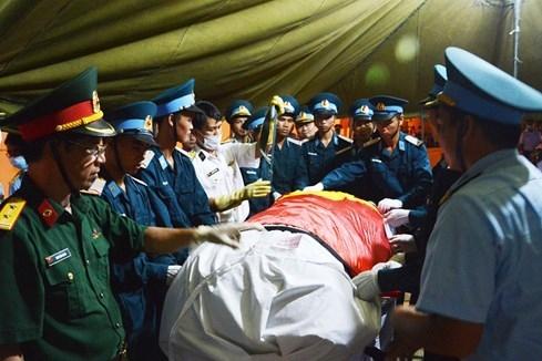 Đón thi thể các quân nhân tổ bay CASA-212 hy sinh trên biển - ảnh 4