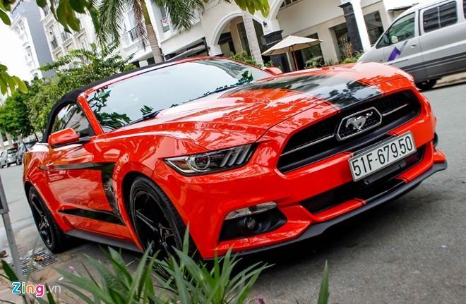 Ford Mustang mui tran ban dac biet dau tien tai Sai Gon hinh anh 2