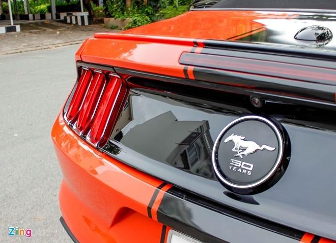 Ford Mustang mui tran ban dac biet dau tien tai Sai Gon hinh anh 6