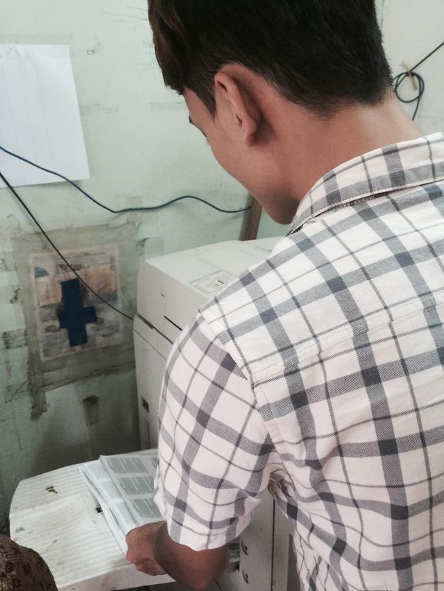 Theo chủ nhân cửa hàng photo này, tài liệu đã được định dạng sẵn trong máy. Khi cần thì cho máy chạy ra ngay.