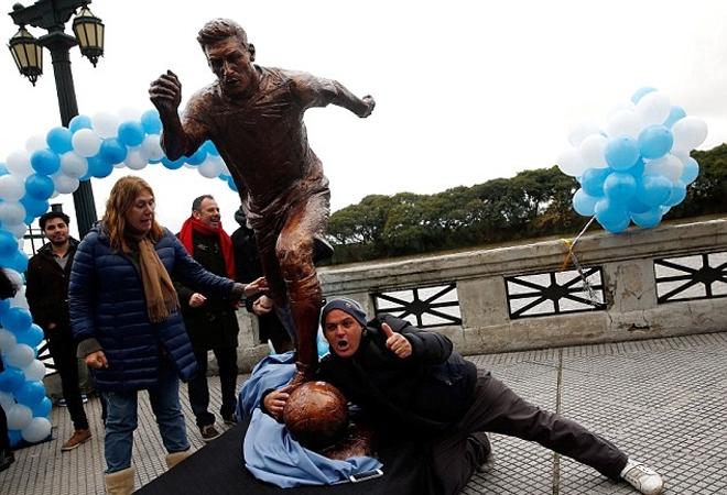 Messi được dựng tượng tại thủ đô Argentina - ảnh thể thao