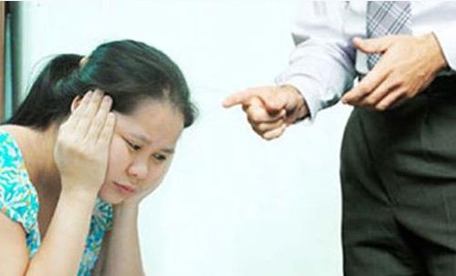 Nàng dâu hỗn xược không cho bố chồng bế cháu và bắt ăn bát riêng - Ảnh 1