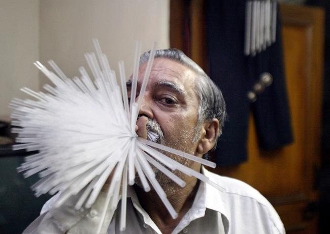 Người đàn ông này đã nhổ hết răng để đạt kỉ lục Guinness - Ảnh 1.