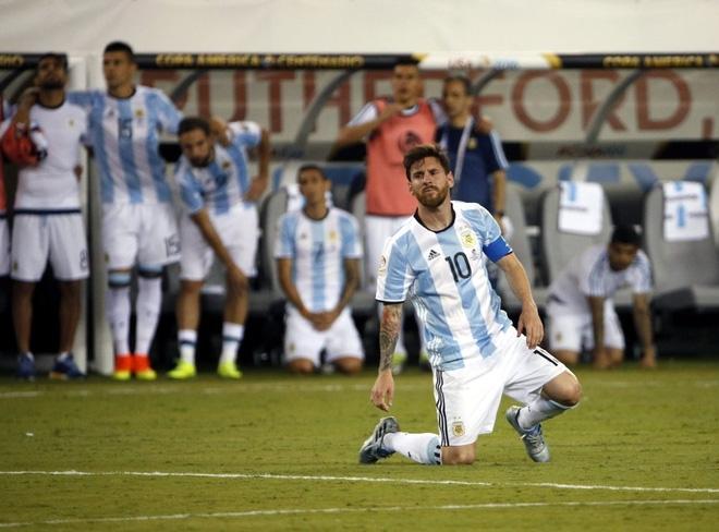 Phía sau chuyện Messi úp mở đòi rời Argentina - Ảnh 2.