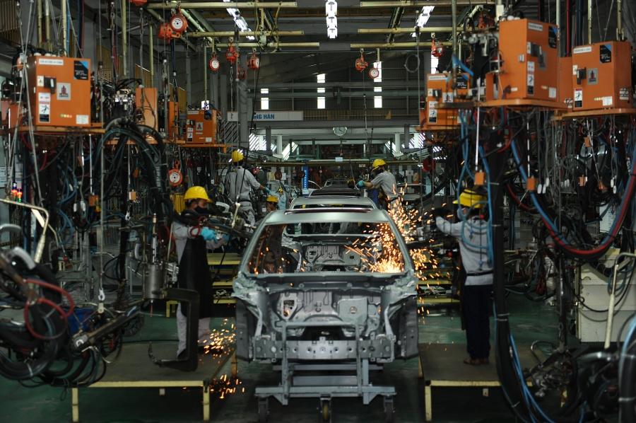 Việt Nam sẽ chọn doanh nghiệp nào làm đầu tàu cho việc nội địa hóa xe hơi và dòng sản phẩm nào làm thương hiệu cho ngành ô tô đang là câu hỏi được nhiều người đặt ra.
