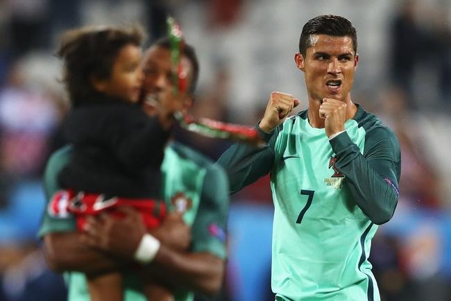 Có một Messi yếu mềm hơn Ronaldo - Ảnh 3.