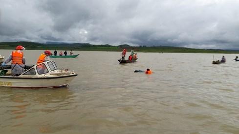 Đã tìm thấy 3 thi thể nạn nhân trong vụ lật xuồng trên hồ Đại Ninh - ảnh 1