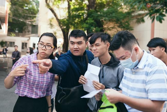 Gần 900.000 thí sinh làm thủ tục chính thức bước vào kỳ thi THPT Quốc gia - Ảnh 1.