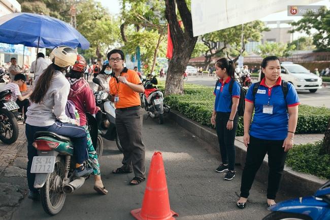 Gần 900.000 thí sinh làm thủ tục chính thức bước vào kỳ thi THPT Quốc gia - Ảnh 5.