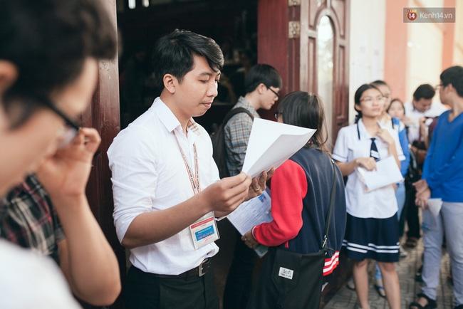 Gần 900.000 thí sinh làm thủ tục chính thức bước vào kỳ thi THPT Quốc gia - Ảnh 12.