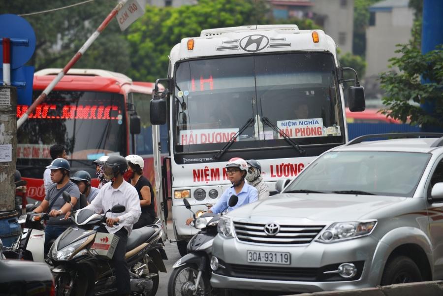 Các tuyến đường quanh bến xe Lương Yên luôn trong tình trạng quá tải