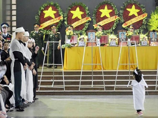 Khan tang nhuom trang nha tang le Bo Quoc phong hinh anh 3