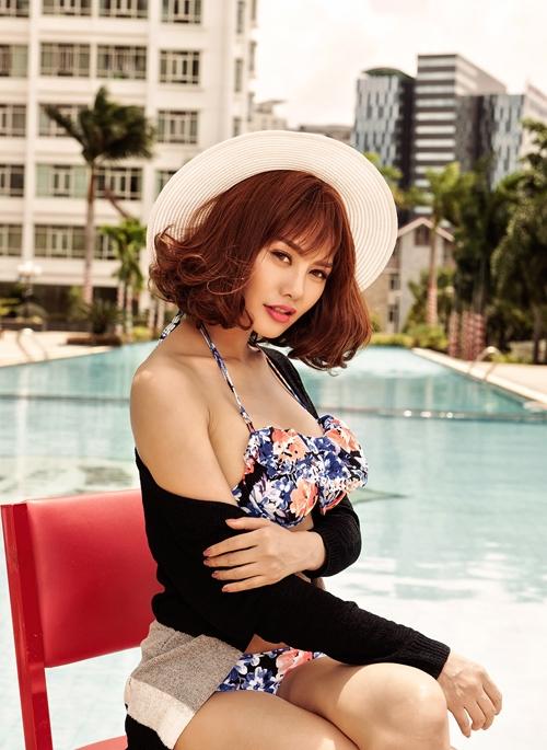 linh-chi-khoe-dang-nong-bong-voi-bikini-8
