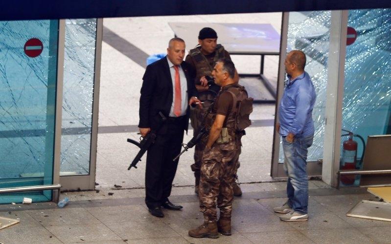 Đánh bom sân bay, khủng bố, đánh bom sân bay Ataturk, sân bay Thổ Nhĩ Kỳ, đánh bom tự sát, hàng rào an ninh, an ninh hàng không
