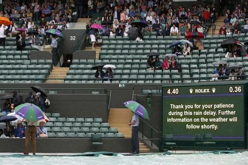 Các trận đấu liên tục bị hoãn hoặc hủy lịch vì mưa