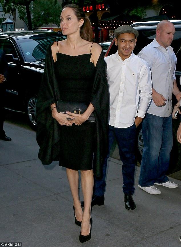 Angelina Jolie đã tìm luật sư để chuẩn bị ly hôn với Brad Pitt? - Ảnh 3.