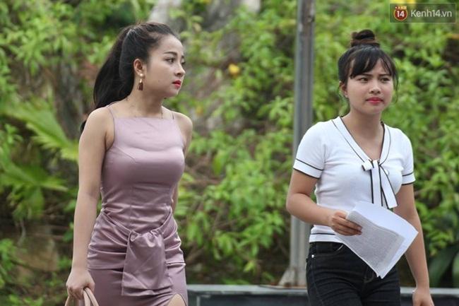 Dân mạng truy tìm cô gái gợi cảm nhất trong buổi làm thủ tục thi THPT tại Nghệ An - Ảnh 2.