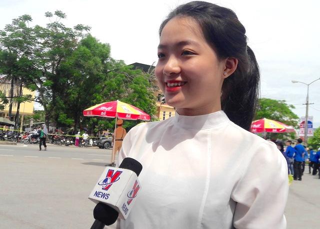 Thí sinh Nguyễn Hà An - Trường THPT Huỳnh Thúc Kháng chia sẻ. (Ảnh: Nguyễn Duy)