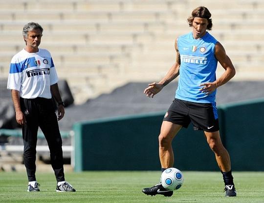 Ibrahimovic tái hợp Mourinho tại M.U sẽ khiến Premier League mùa này hấp dẫn hơn nhiều