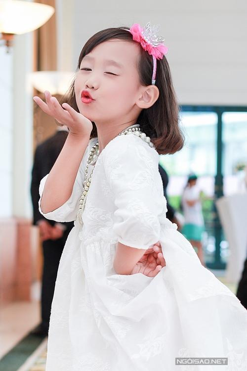 luu-huong-giang-tu-tin-khoe-dang-sau-gan-2-thang-sinh-con-8